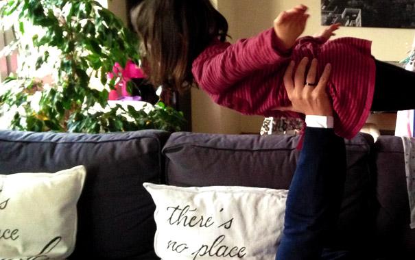 """Coussin déco pour le canapé """"There's no place like my sofa"""" - Avis cliente - Letters Love Life"""